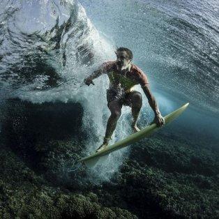 O διάσημος surfer Donavon Frankenreiter γίνεται ένα με τα κύματα στα νησιά Φίτζι – Φωτογραφία: Rodney Bursiel /National Geographic Your Shot - Κυρίως Φωτογραφία - Gallery - Video