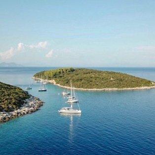 Φωτεινός ήλιος, απέραντη μπλε θάλασσα κι ένας ουρανός όνειρο - Τα διαμάντια της όμορφης Ελλάδας (Φωτό: @greece_by_drone) - Κυρίως Φωτογραφία - Gallery - Video