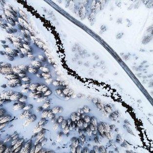 Πάντοτε το λευκό σκηνικό μας εντυπωσιάζει, πόσο δε μάλλον όταν έρχεται από το Bedretto της Ελβετίας - Φωτογραφία: EPA / GABRIELE PUTZU - Κυρίως Φωτογραφία - Gallery - Video