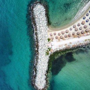 Φωτό ημέρας: Σαν ουρά γοργόνας η παραλία του Πλαταμώνα/  Photo: Instagram - @eros_greece - Κυρίως Φωτογραφία - Gallery - Video