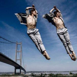 29χρονοι δίδυμοι Βρετανοί υπέρ- χορευτές φωτογραφίζονται «στον αέρα» ο Joshua & Laurie McSherry-Gray από τον Andy Weekes - Κυρίως Φωτογραφία - Gallery - Video
