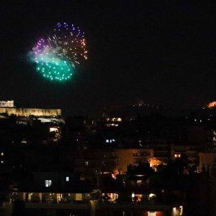 Φώτο ημέρας: Τα πυροτεχνήματα στον ουρανό της Αθήνας, μετά την Ανάσταση/ΚΟΝΤΑΡΙΝΗΣ ΓΙΩΡΓΟΣ EUROKINISSI - Κυρίως Φωτογραφία - Gallery - Video