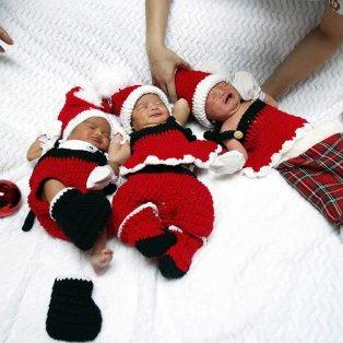 Τρία μωρά, στην Ταϊλάνδη, γεννήθηκαν μέσα στις γιορτές και οι νοσοκόμες τα έντυσαν με τη στολή του Άγιου Βασίλη (Φωτό: EPA / Φωτογράφος: Rungroj Yongrit) - Κυρίως Φωτογραφία - Gallery - Video