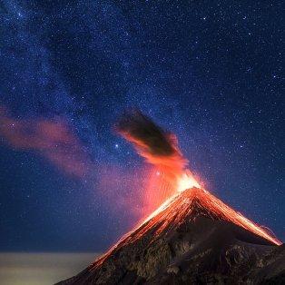 """Εντυπωσιακή λήψη του ηφαιστείου Fuego στη Γουατεμάλα που """"ξύπνησε"""" σκορπίζοντας τον θάνατο- ΦΩΤΟ: Albert Dros/ CATERS NEWS AGENCY - Κυρίως Φωτογραφία - Gallery - Video"""