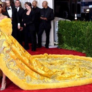 Met Gala 2015 – Rihanna: Η πιο εντυπωσιακή & αξέχαστη εμφάνιση στο κόκκινο χαλί: Credits – Getty Images - Κυρίως Φωτογραφία - Gallery - Video