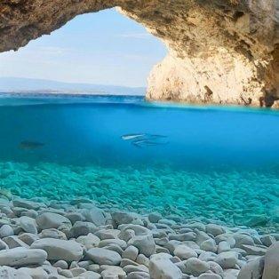 Φωτό ημέρας η Σπηλιά της Φώκιας στον Κορινθιακό: Με το βλέμμα στο καλοκαίρι και τις ομορφιές της Ελλάδας/@giannistsou.1 - Κυρίως Φωτογραφία - Gallery - Video