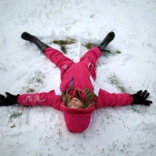 11/12/2014 - H απόλυτη Χριστουγεννιάτικη εικόνα - Δείτε την ανείπωτη χαρά ενός μικρού παιδιού, που κάνει... «αγγελάκια» στο χιόνι! Photo: Christopher Furlong/Getty Images - Κυρίως Φωτογραφία - Gallery - Video