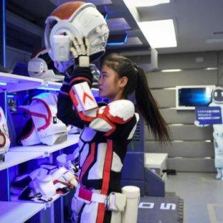 Πώς θα είναι η ζωή στον Άρη; - Η ΄΄ξεναγός'' ετοιμάζεται να φορέσει την διαστημική στολή της σε project προσομοίωσης στην Κίνα – Credits: Getty Images - Κυρίως Φωτογραφία - Gallery - Video