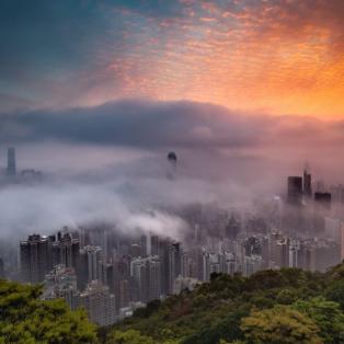 Η ανατολή του ήλιου στο Χονγκ Κονγκ - Απίστευτη φωτογραφία με την ομίχλη να έχει σκεπάσει την πόλη - CARLO YUEN  - Κυρίως Φωτογραφία - Gallery - Video