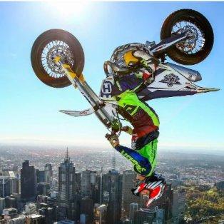Ο παγκόσμιος πρωταθλητής μοτοσικλέτας Jack Field, στην πιο εντυπωσιακή φιγούρα του που σπάει κάθε ρεκόρ – Σε πανύψηλο πύργο της Αυστραλίας: Scott Barbour/ Getty Images - Κυρίως Φωτογραφία - Gallery - Video