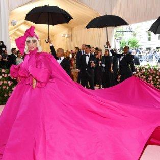 Lady Gaga: Η πιο εκκεντρική εμφάνιση του πιο εκκεντρικού Met Gala όλων των εποχών – Getty Images - Κυρίως Φωτογραφία - Gallery - Video