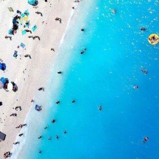 Φωτό Ημεράς η υπέροχη εναέρια λήψη από την διάσημη παραλία Μύρτος στην Κεφαλονιά - @iamgreece  - Κυρίως Φωτογραφία - Gallery - Video