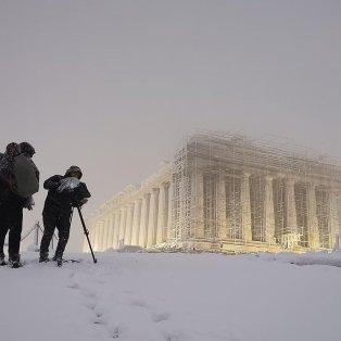 """Μαγικό κλικ: Η χιονισμένη Ακρόπολη μετά το πέρασμα της """"Μήδειας""""  /@petropoulos.stavros  - Κυρίως Φωτογραφία - Gallery - Video"""
