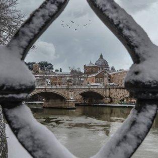 Φωτό ημέρας η χιονισμένη Ρώμη - Υπέροχο κλικ του @gpapapostolou.photo  - Κυρίως Φωτογραφία - Gallery - Video