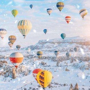 Φωτό Ημέρας τα πανέμορφα χρωματιστά αερόστατα που πετούν πάνω από την Καππαδοκία /@fubiztravel @iamtravelr  - Κυρίως Φωτογραφία - Gallery - Video