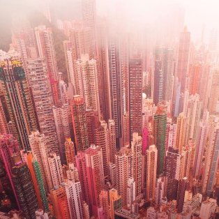 Φωτό ημέρας οι χρωματιστοί ουρανοξύστες του Χονγκ Κονγκ - κλικ από @spathumpa  - Κυρίως Φωτογραφία - Gallery - Video