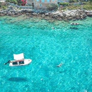 Όμορφη Λακωνία - Φωτό ημέρας τα γαλαζοπράσινα νερά της @giannistsou.1 - Κυρίως Φωτογραφία - Gallery - Video