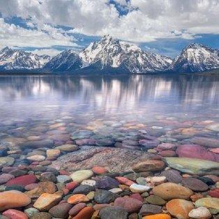 Φώτο ημέρας: Τα βότσαλα, η λίμνη, ο ουρανός... συνθέτουν ένα μαγικό τοπίο/@maxfosterphotography - Κυρίως Φωτογραφία - Gallery - Video