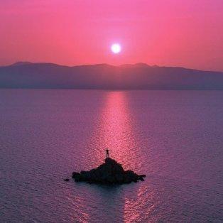 Φωτό ημέρας: Τα υπέροχα χρώματα του ουρανού & της θάλασσας στις Σπέτσες κόβουν την ανάσα/ Photo: @mliaroutsos/ instagram - Κυρίως Φωτογραφία - Gallery - Video
