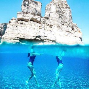 Φωτό ημέρας: Καλοκαιρινός χορός στα καταγάλανα νερά της Ελλάδας/ Photo: Instagram - @mvernicos  - Κυρίως Φωτογραφία - Gallery - Video