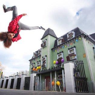 """Απίθανα κόλπα έξω από το """"στοιχειωμένο σπίτι"""" στη Legoland- Φώτο: Joe Pepler/PinPep - Κυρίως Φωτογραφία - Gallery - Video"""