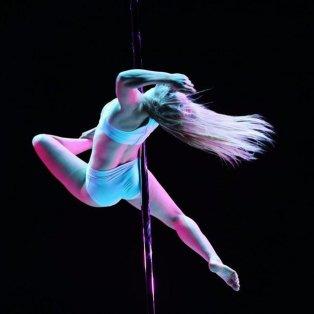 14/4/15: Ένα απίθανο στιγμιότυπο από το Παγκόσμιο Πρωτάθλημα Pole Dancing του Πεκίνο! Αρμονία, ισορροπία και τεχνική - Κυρίως Φωτογραφία - Gallery - Video