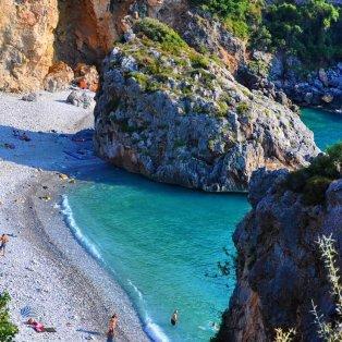 Ας ταξιδέψουμε νοερά: Η πανέμορφη παραλία Φονέα στην Πελοπόννησο/ Photo: @kapab.sk - Κυρίως Φωτογραφία - Gallery - Video