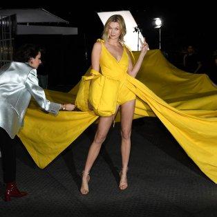 Η Karlie Kloss ετοιμάζεται για το Off-White show της εβδομάδας μόδας στο Παρίσι - Φώτο Getty Images  - Κυρίως Φωτογραφία - Gallery - Video