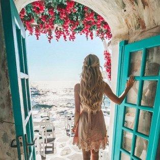 Φώτο ημέρας: «Ανοίγουμε» την πόρτα στο απέραντο γαλάζιο της Μυκόνου/ @pilotmadeleine - Κυρίως Φωτογραφία - Gallery - Video