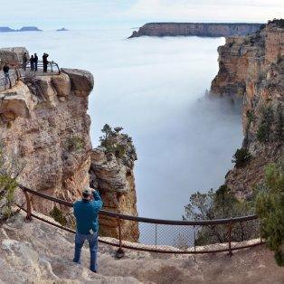 Δεν είναι θάλασσα! Είναι τα πυκνά σύννεφα που δημιουργούν στην Κοιλάδα του Γκραντ Κάνιον την οφθαμαπάτη ενός ήρεμου κόλπου! Picture: AP Photo/ Michael Quinn - Κυρίως Φωτογραφία - Gallery - Video