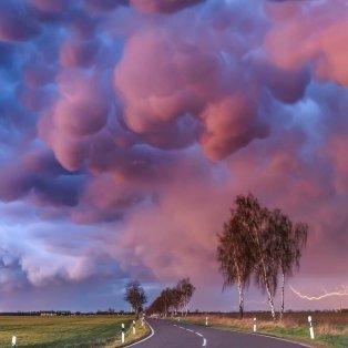 """Φωτό ημέρας: Πόλυχρωμα σύννεφα """"στολίζουν"""" τον ουρανό μετά την καταιγίδα/ Photo: Boris Jordan- @rmets/ instagram - Κυρίως Φωτογραφία - Gallery - Video"""