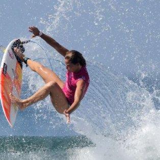 Διαλέξαμε για φωτό ημέρας την εντυπωσιακή Courtney Conlogue σε μια φιγούρα στο World Surf League στο Μπαλί – Getty Images - Κυρίως Φωτογραφία - Gallery - Video