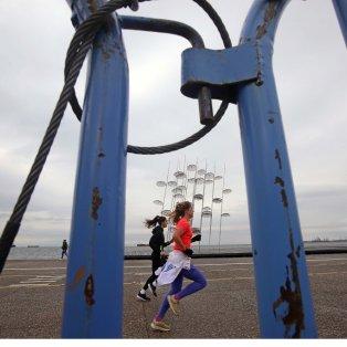Τζόκινγκ στην παραλία Θεσσαλονίκης μετά τα μέτρα για τον κορωνοϊό / Photo: ΜΟΤΙΟΝΤΕΑΜ/ΓΙΩΡΓΟΣ ΚΩΝΣΤΑΝΤΙΝΙΔΗΣ - Κυρίως Φωτογραφία - Gallery - Video