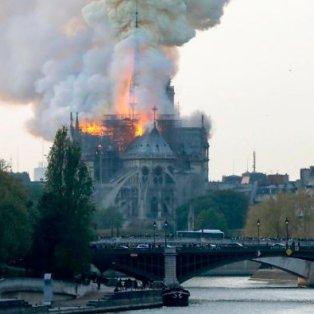 Η Γαλλία θρηνεί  - Στις στάχτες η Παναγία των Παρισίων, το εμβληματικό κτίριο με την ιστορία των 850 χρόνων – Credits: Francois Guillot/ Getty Images - Κυρίως Φωτογραφία - Gallery - Video