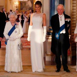 Η Μελάνια Τραμπ βλέπει αφ ̓ υψηλού την Βασίλισσα, το βασιλόπουλο, την Καμίλα, αλλά και τον σύζυγό της - AP Photo/Alastair Grant - Κυρίως Φωτογραφία - Gallery - Video