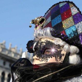 9/2/15: Βενετσιάνικο καρναβάλι για πάντα: Φανταχτερά χρώματα, μοναδικό στυλ & ατελείωτη φαντασία! Φωτό: St. Rellandini/Reuters - Κυρίως Φωτογραφία - Gallery - Video