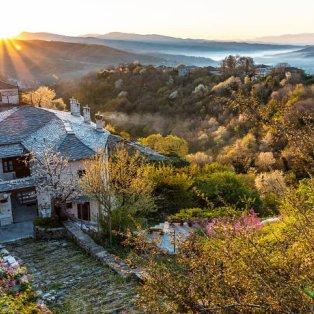 Το ηλιοβασίλεμα στη Βίτσα Ιωαννίνων θα σας πλανέψει (ΦΩΤΟ: Visit Greece) - Κυρίως Φωτογραφία - Gallery - Video