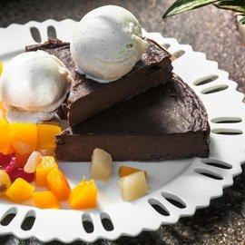 Αργυρώ Μπαρμπαρίγου: Μας φτιάχνει ένα μοναδικό γλυκό για το καλοκαίρι- Κέικ σοκολάτα ψυγείου - Κυρίως Φωτογραφία - Gallery - Video