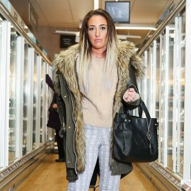 «Είμαι η πιο μοναχική γυναίκα στον κόσμο»: Η Έμιλι δεν έχει βρει σύντροφο για μια δεκαετία - Πηγαίνει για ψώνια και μιλάει σε αγνώστους (Φωτό) - Κυρίως Φωτογραφία - Gallery - Video