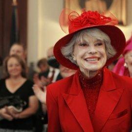 """Πέθανε η θρυλική σταρ Κάρολ Τσάνινγκ, πρωταγωνίστρια του """"Hello Dolly"""" - Κυρίως Φωτογραφία - Gallery - Video"""
