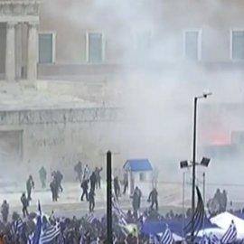 Συλλαλητήριο για τη Μακεδονία:Σοβαρά επεισόδια μεταξύ ΜΑΤ και διαδηλωτών - 32 τραυματίες (φώτο-βίντεο) - Κυρίως Φωτογραφία - Gallery - Video