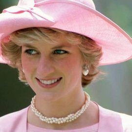 Vintage: H Πριγκίπισσα Νταϊάνα - ωραία κοιμωμένη– Έγειρε γλυκά μέσα στην παραμυθένια τουαλέτα της σε event το 1981 - Κυρίως Φωτογραφία - Gallery - Video