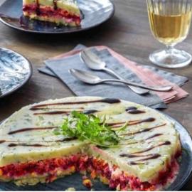 Η Αργυρώ Μπαρμπαρίγου σε ένα ιδιαίτερο πιάτο: Πολύχρωμη σαλάτα με παντζάρια και βραστά λαχανικά, σαν τούρτα! - Κυρίως Φωτογραφία - Gallery - Video