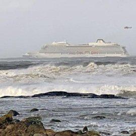Βίντεο Τιτανικού μέσα από το κρουαζιερόπλοιο στην Νορβηγία - Καρέκλες εκσφενδονίζονται, ψευδοροφές πέφτουν στα κεφάλια των επιβατών    - Κυρίως Φωτογραφία - Gallery - Video