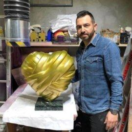Made in Greece τα εντυπωσιακά γλυπτά του Στάθη Αλεξόπουλου: Καρδιές, παπάκια, γαλλικά bulldog & ο Mickey Mouse «ζωντανεύουν» με χρώμα & κατακτούν τον πλανήτη - Κυρίως Φωτογραφία - Gallery - Video