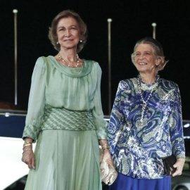 Σπάνια εμφάνιση: Μαζί η πρώην βασίλισσα της Ισπανίας Σοφία με ασημί σακάκι κι η αδελφή της πριγκίπισσα Ειρήνη - Κυρίως Φωτογραφία - Gallery - Video