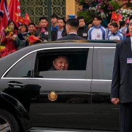 Οι αστραφτερές λιμουζίνες του Κιμ Γιονγκ Ουν - Πως φορτώθηκαν από Ρόντερνταμ οι Mercedes -Maybach & έφτασαν στη Νότιο Κορέα (φώτο-βίντεο)  - Κυρίως Φωτογραφία - Gallery - Video