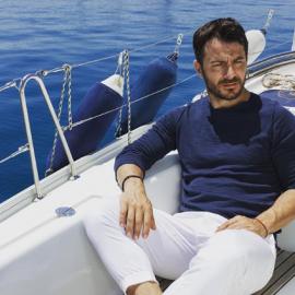 Ο Γιώργος Αγγελόπουλος σκορπάει πανικό με το κορμί - σίδερο την ώρα που κάνει γυμναστική ημίγυμνος - Έλεος Ντάνο  - Κυρίως Φωτογραφία - Gallery - Video