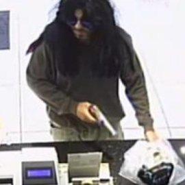 Ο ληστής με την περούκα ήταν γνωστός...: Έκανε 3 ληστείες σε 2 μέρες ενώ ήταν σε άδεια από τις φυλακές  - Κυρίως Φωτογραφία - Gallery - Video
