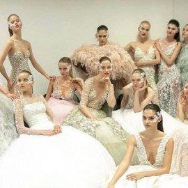 Made in Greece τα ονειρικά νυφικά & βραδινά της Σήλιας Κριθαριώτη – Ντύνουν τις πιο διάσημες κυρίες του κόσμου – «Έλαμψαν» στα βραβεία Emmy (φώτο) - Κυρίως Φωτογραφία - Gallery - Video